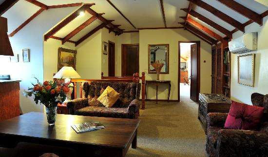 Gallo Manor Country Lodge: Upstairs Lounge