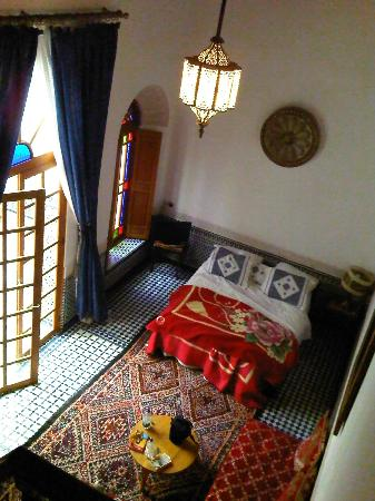 Riad Boustan: Ground floor room (sleeps 4). Hand embroidered bed linen.