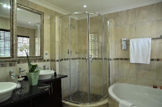 Gallo Manor Country Lodge: Superior En-suite bathroom