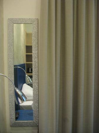 Biocity Hotel: specchio