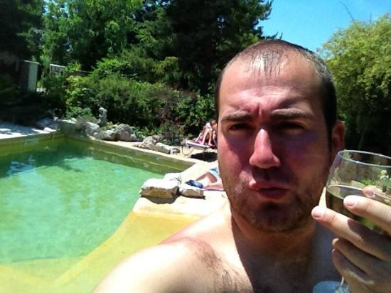 """Le Mas des Coste : A la piscine du """"Mas des Costes"""" entre amis"""