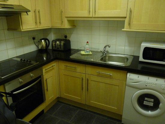 Faculty Serviced Apartments: Kitchen of room 11