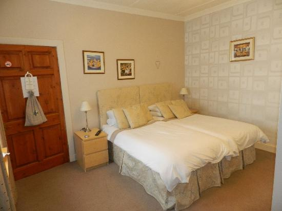 Auchenlaich Farmhouse Bed and Breakfast: Upper Floor Twin/Double Room