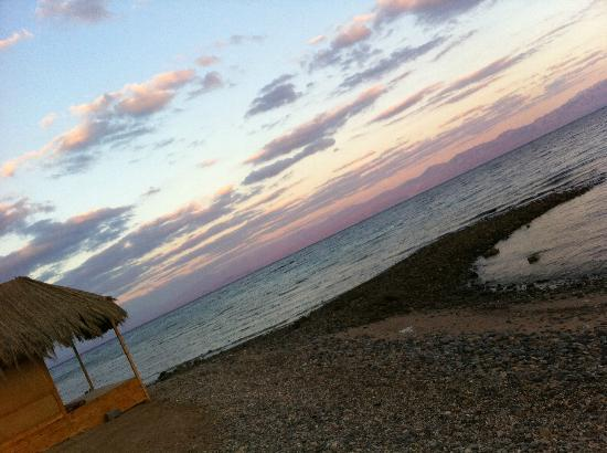Maagana Camp Nuweiba: tramonto sulla spiaggia