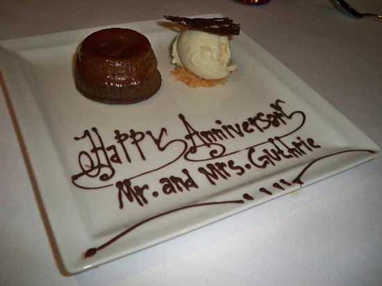 Fairmont Bab Al Bahr: Anniversary dessert at Frankie's