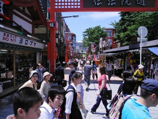Nakamise Shopping Street (Kaminarimon): Nakamise shopping street