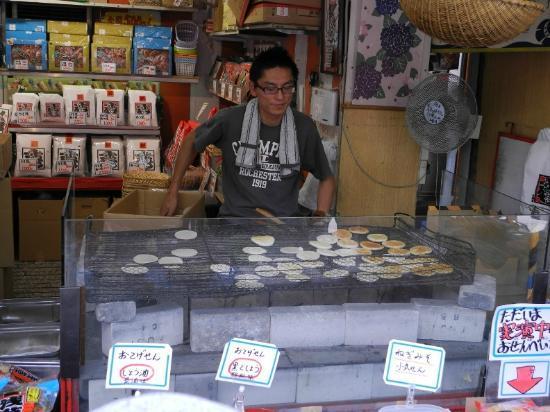 Nakamise Shopping Street (Kaminarimon) : some sort of baked/grilled japanese pancake