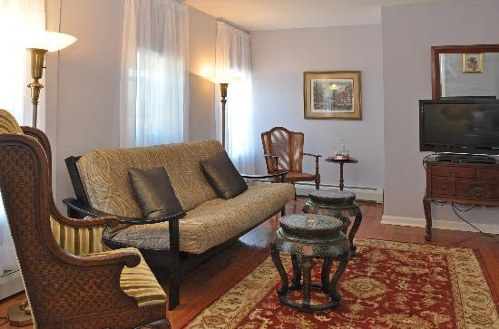 ‪‪Rondout Inn‬: Wiltwyck Suite Living Room‬