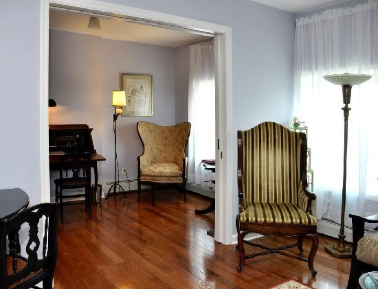 ‪‪Rondout Inn‬: Wiltwyck Suite Sitting Area‬