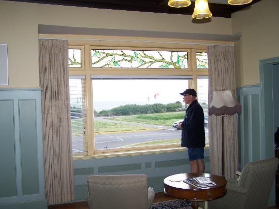 Dashwood Manor Seaside Bed and Breakfast Inn: Looking out of the room at the ocean.