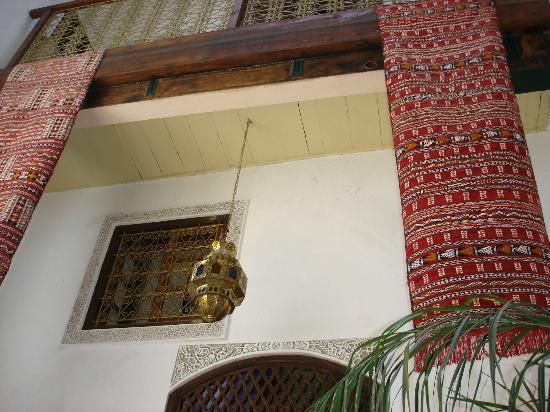 Dar Tamo: décoration dans le patio