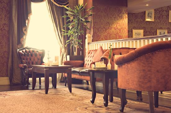 Buswells Hotel: Sofa Room