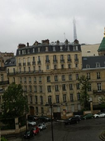 Hotel San Regis: The Eiffel Tower as seen from our room!