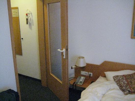 Hotel am Ostpark: Zimmereingang