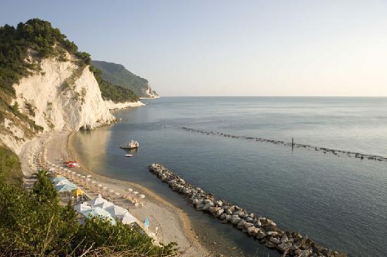 Sirolo, Italy: Numana, spiaggia dei Frati