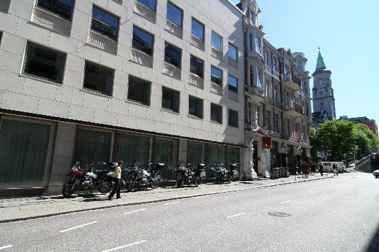 City Apartment Hotel : il parcheggio per le motociclette