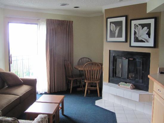 Weathervane Terrace Inn and Suites: Room/Suite