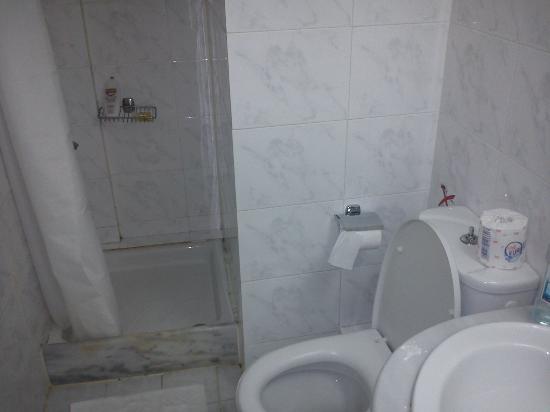 Kydon, The Heart City Hotel : Bathroom