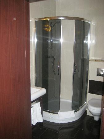 Hotel Columbus: Das kleine Bad
