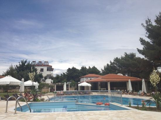 Nostos Hotel : the pool and bar/restaurant
