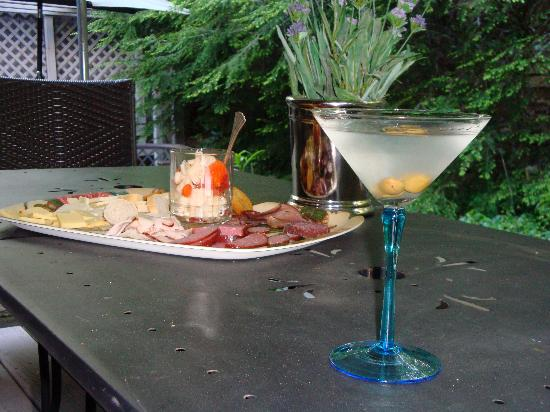 Highlands House Bed &Breakfast: cocktail and appetizers