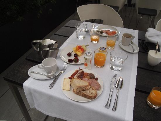 Alma Barcelona: テラスで朝食