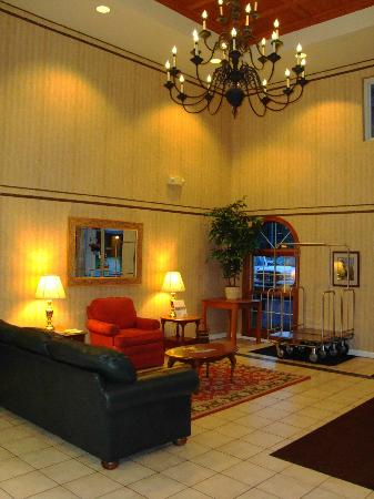 West Gate Inn: Westgate Inn entrance lobby and seating area