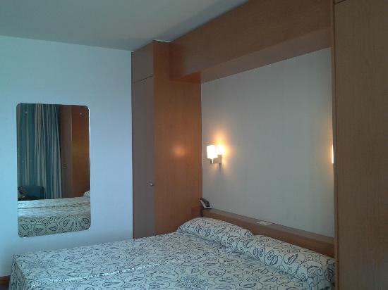 Hotel Kursaal: Camas amplias y comodas