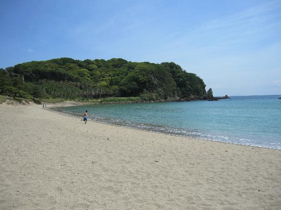 Yumigahama Beach : Beach looking east