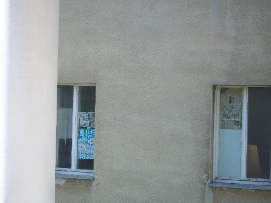 Hotel Villa Vera : besser nicht zum Nebenhaus sehen!!!
