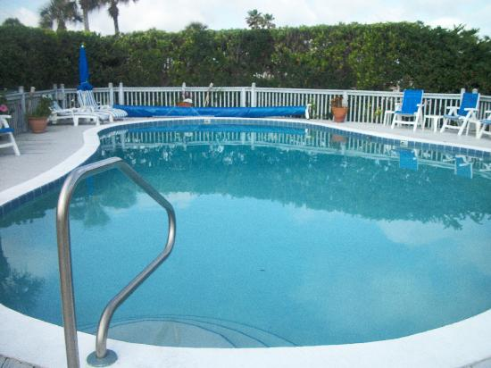 Beachfront Bed & Breakfast: The Pool 24 hr access