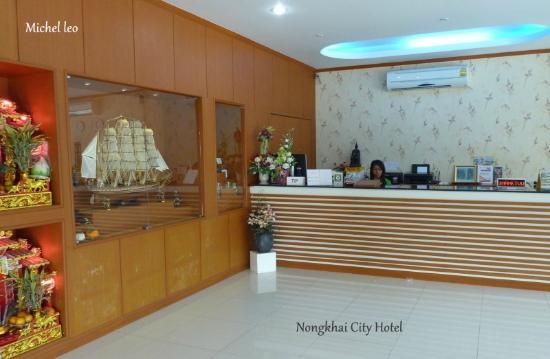 Nongkhai City Hotel: Der Empfang. Die Hotelsekretäre sind freundlich.