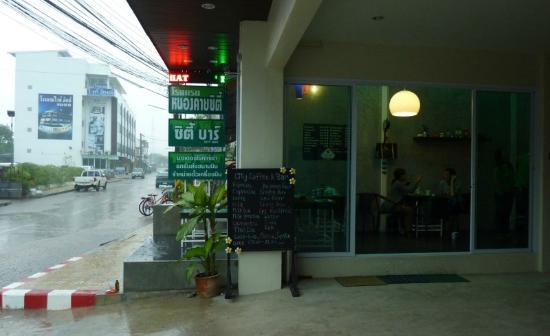 Nongkhai City Hotel: Gleich neben dem Hotel gibt es eine unabhängige Coffee- Bar.