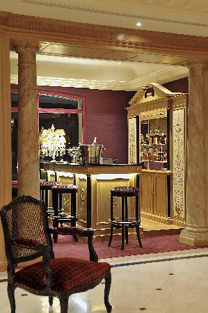 Villa Lara Hotel: The Bar