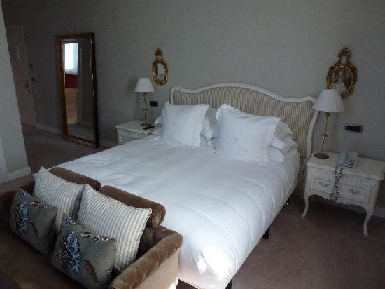 Hotel Castillo Del Bosque La Zoreda (La Manjoya, Spain)