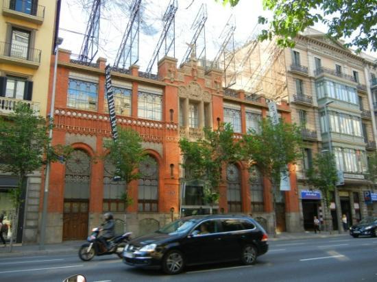 Fundacio Antoni Tapies: Exterior view of museum from street.