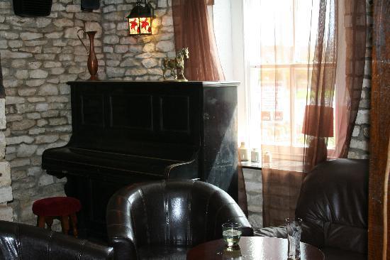 The Fox Inn : bar area