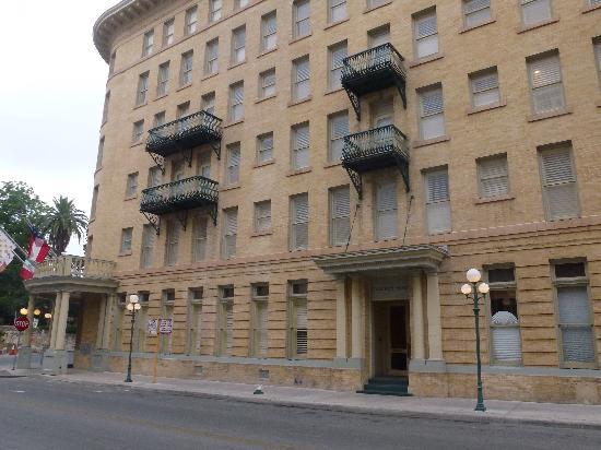 Crockett Hotel: façade
