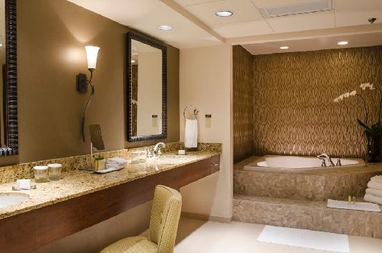 Presidential suite bathroom picture of doubletree by for Bathroom suites direct
