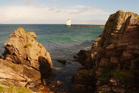 Swallow's Roost: Carraig Fhada Lighthouse at the bottom of the road from Swallows Roost
