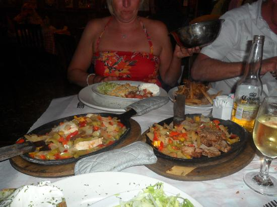Bubba's Roadhouse & Saloon: How much food, and that's just for two!!!