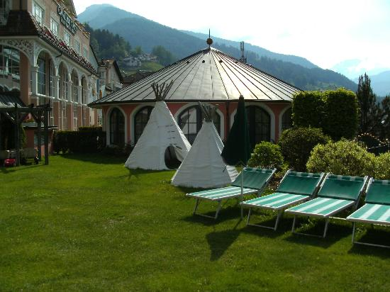 Cavallino Bianco Family Spa Grand Hotel : Garten