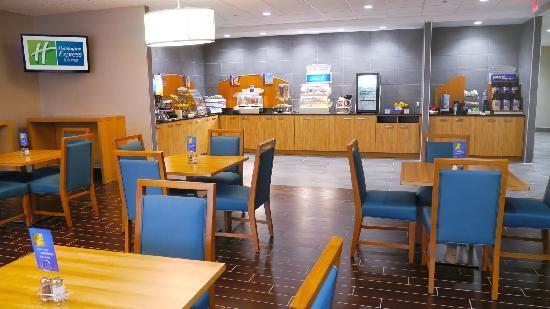 Holiday Inn Express & Suites Stamford: Complementary Hote Breakfast