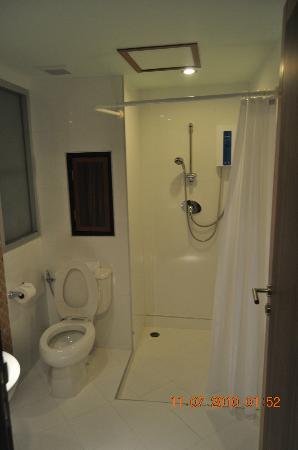 Ideal Hotel Pratunam: Room