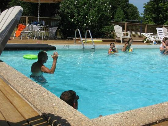 Happy Hollow Resort: Pool