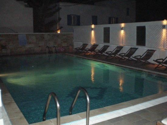 Marcos Village Hotel : pool at night