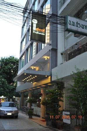 Ideal Hotel Pratunam: Hotel from Outside