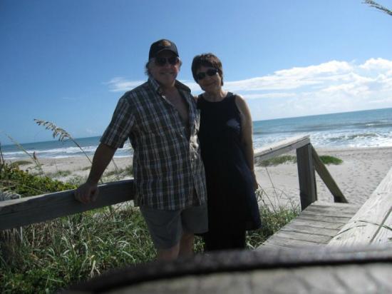 Oceanfront Paradise Resort: On the walkway