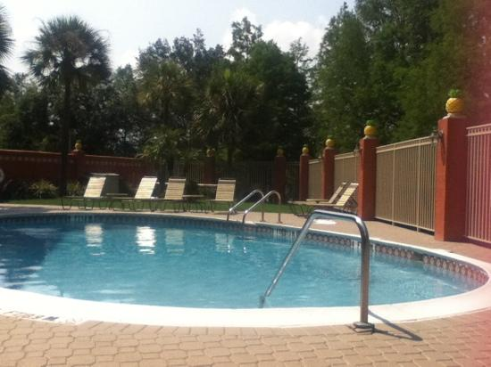 Quality Inn & Suites: piscina