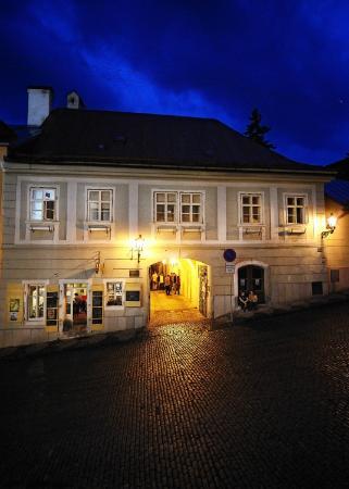 Archanjel Caffe Bar Inn: View from the street